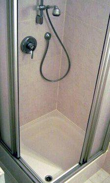 Jak utrzymać w czystości kabinę prysznicową?